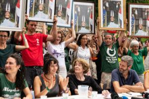 G7 : Les portraits de Macron marchent dans Bayonne malgré l'interdiction : image à la une