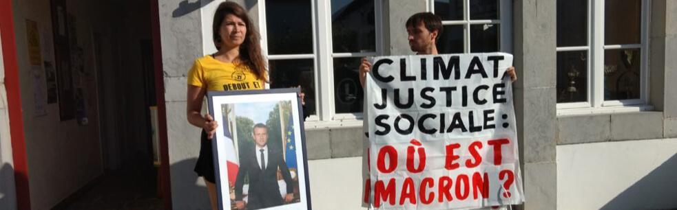 Portrait d'Emmanuel Macron décroché en plein Pays basque