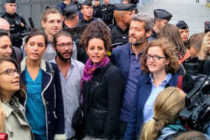 Fortes pression et mobilisation au rendez-vous pour le procès parisien des décrochages de portraits : image à la une