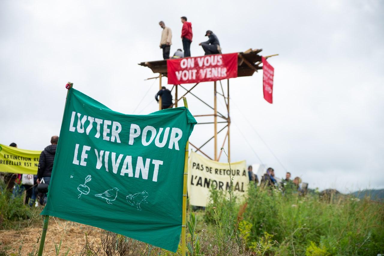 Occupation du Jardin des Vaîtes et construction d'une tour de guêt pour lutter contre un projet urbanisation