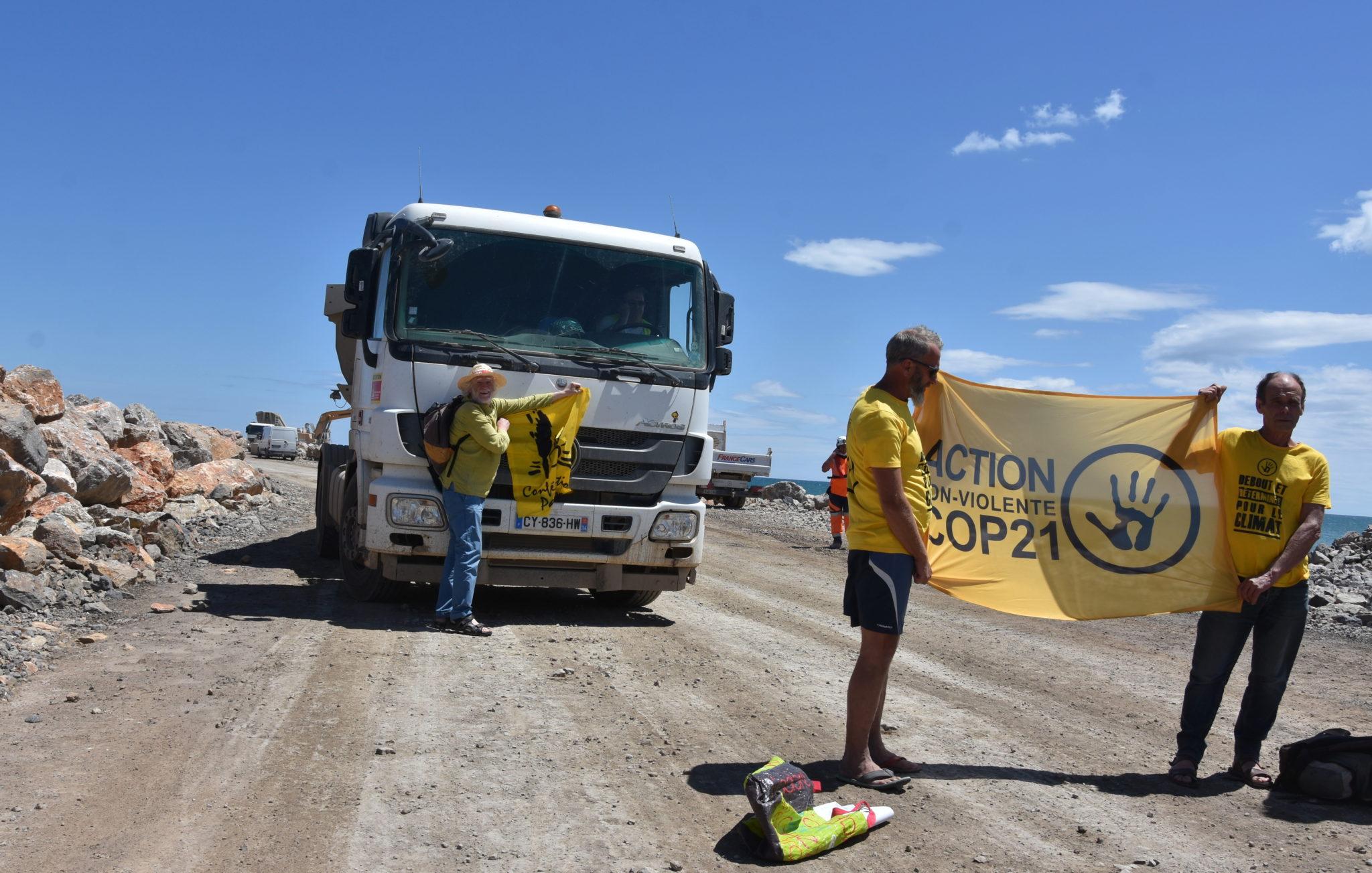 Blocage de camions sur le site du projet de Port la Nouvelle