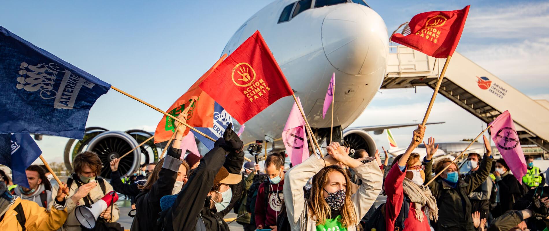 Marche sur les aéroports le 3 octobre 2020 - activistes sur le Tarmac de Roissy - Charles de Gaulle  Crédit photo : Julien Helaine