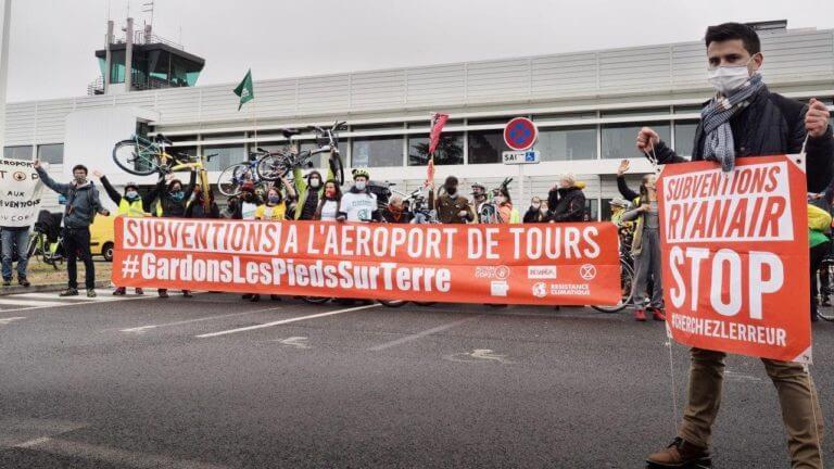Action à l'aéroport de Tours, contre les subventions profitant à RyanAir