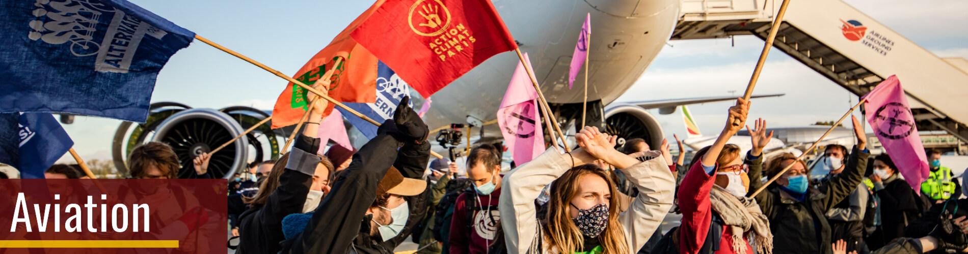 Marche sur les aéroports le 3 octobre 2020 - activistes sur le Tarmac de Roissy - Charles de Gaulle / Crédit photo : Julien Helaine