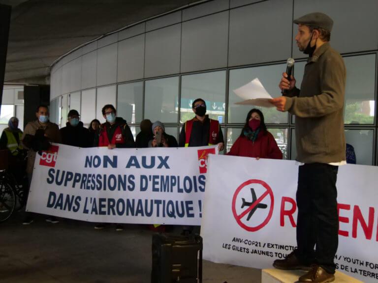 Prise de parole à l'aéroport de Toulouse-Blagnac – photo Leandra Deutsch (CulturHack)