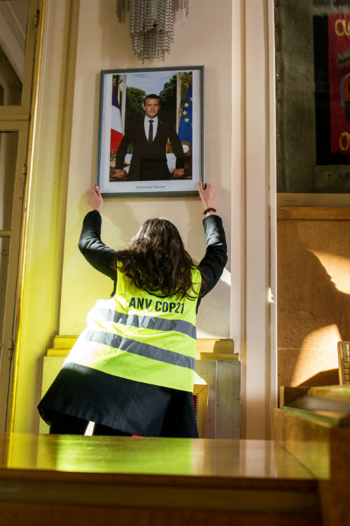 Action Sortons Macron