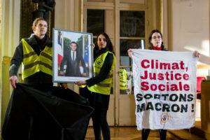 Climat, justice sociale, où est Macron ? 4 portraits du président Macron emportés par des activistes climat : image à la une
