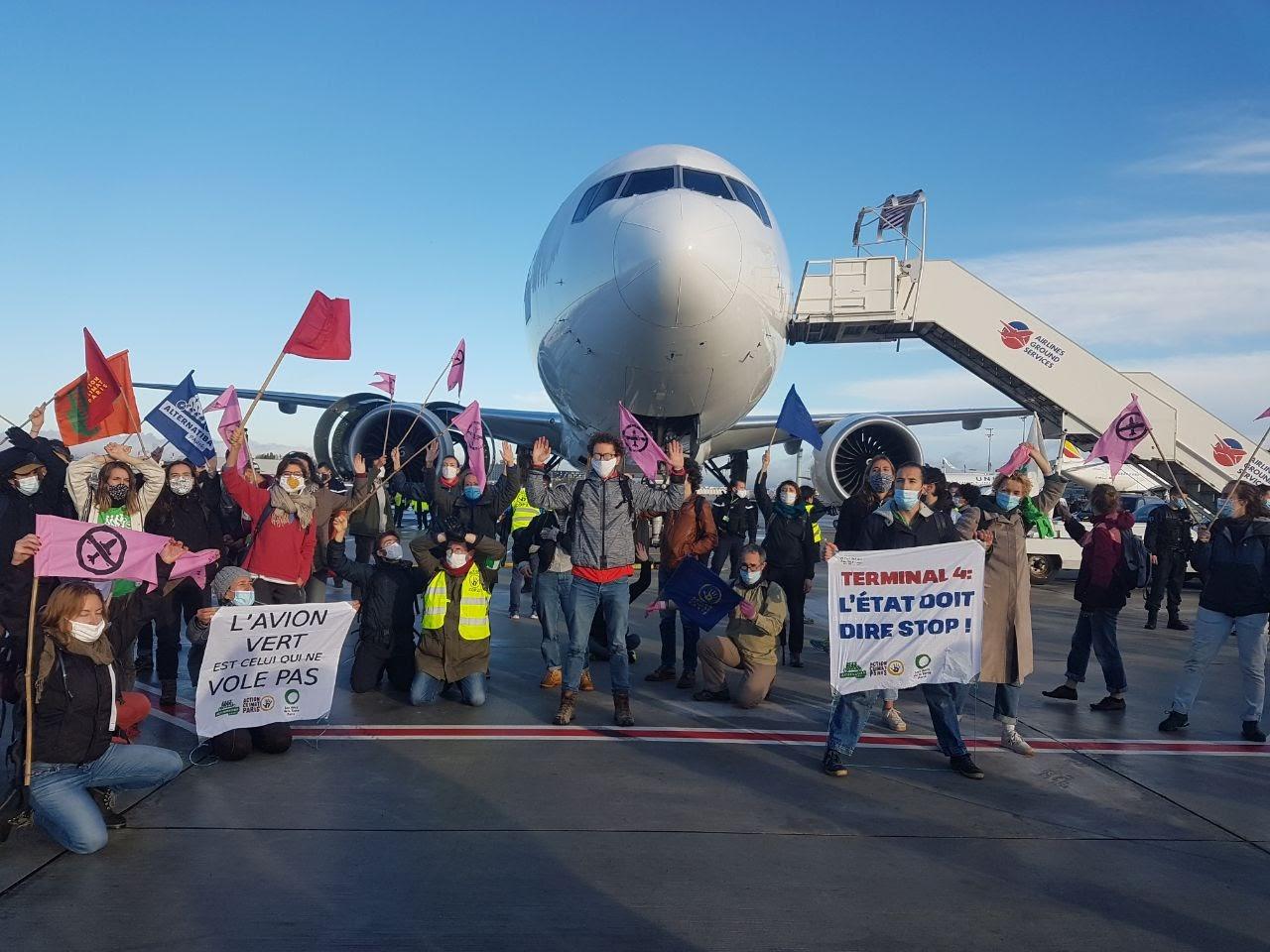 87 personnes sur le tarmac de l'aéroport de Roissy bloquent le décollage d'un avion