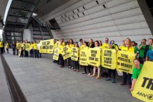 Récif de l'Amazone : Greenpeace et ANV-COP21 interrompent l'AG de Total : image à la une