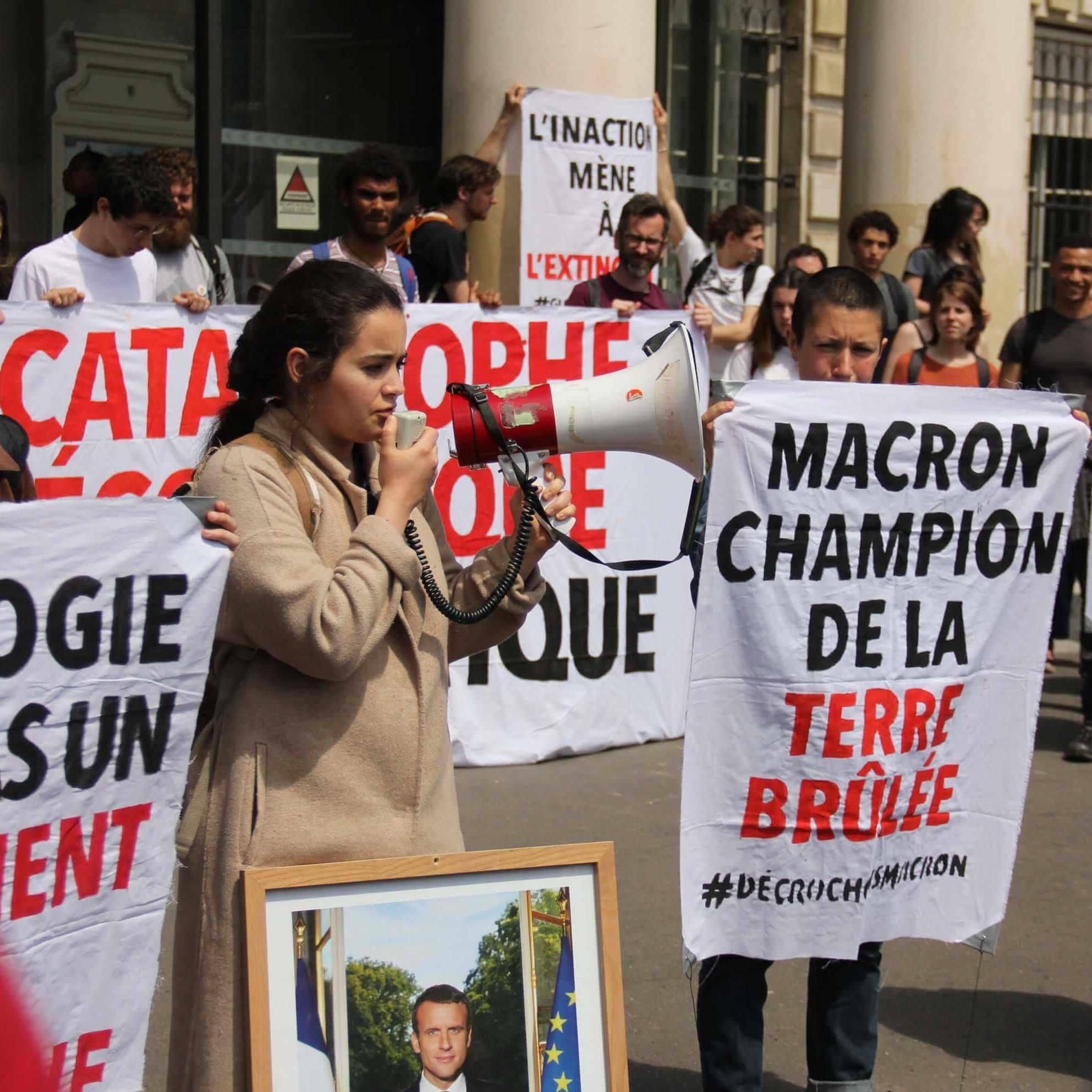 Macron champion de la terre brulée